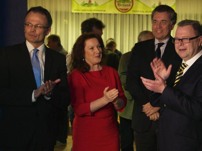 Prof. Dr. Michael Schierack, Anja Heinrich, Dr. Christian Ehler und Michael Stübgen vor dem Einzug in die Veranstaltungshalle