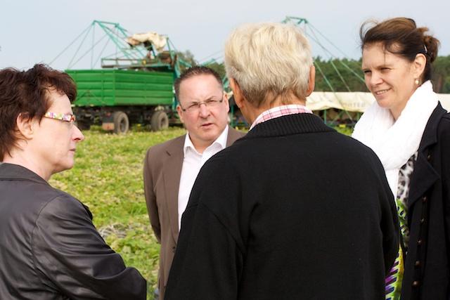 Roswitha Schier MdL, Bürgermeister Helmut Wenzel, Dr. Saskia Ludwig und Reinhard Mich in Klein Radden