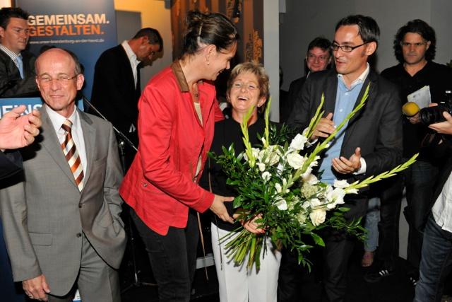 Landesvorsitzende Dr. Saskia Ludwig gratuliert Dr. Dietlind Tiemann zur Wiederwahl als Oberbürgermeisterin